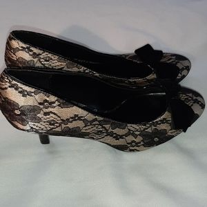 Fioni  shoes cream heels black lace 9W